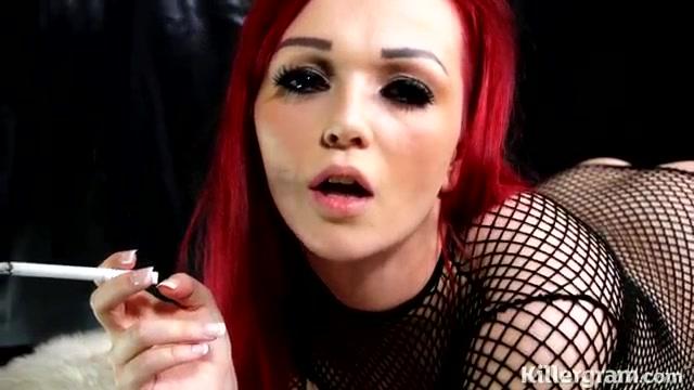 Курит и занимается трахом