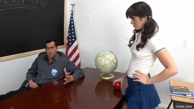 Студентка занялась с учителем сексом